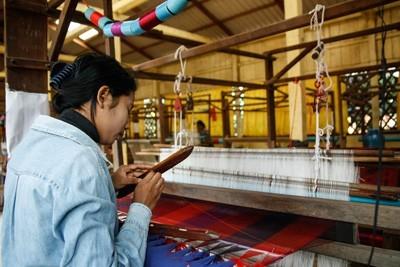 Foulard en soie par les Soieries du Mekong
