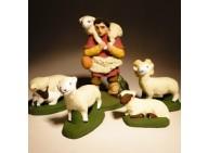 Santon - Coffret  prestige - berger à l'agneau, son troupeau et son chien - 7 cm