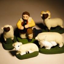 Santon - Coffret  prestige - berger à la musette, son troupeau et son chien - 7 cm